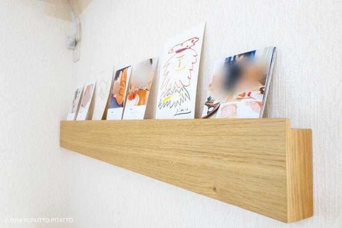 無印壁につけられる家具に飾られた写真