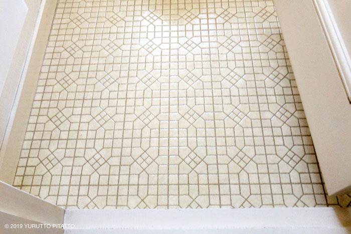 古いクッションフロアのトイレの床
