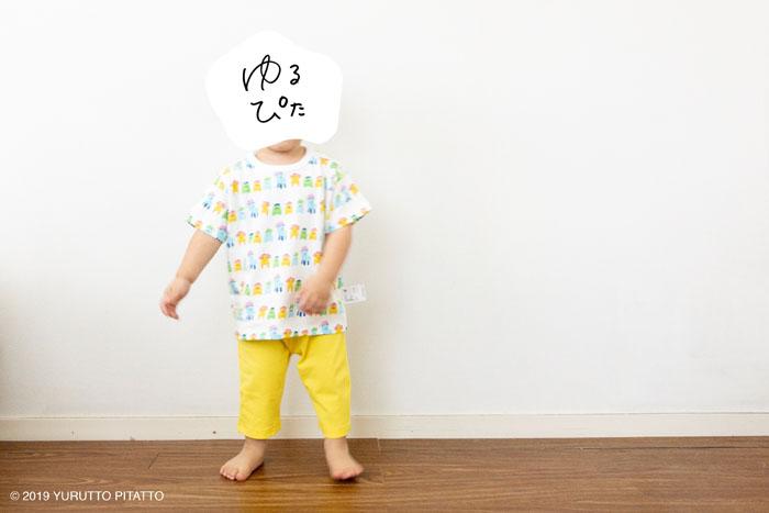 UNIQLOBABYパジャマみいつけたを着た子ども