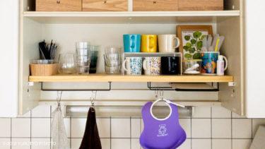 賃貸キッチンに、板と100均のアイアンバーで見せる収納棚をDIYしました。【BEFORE・AFTER】