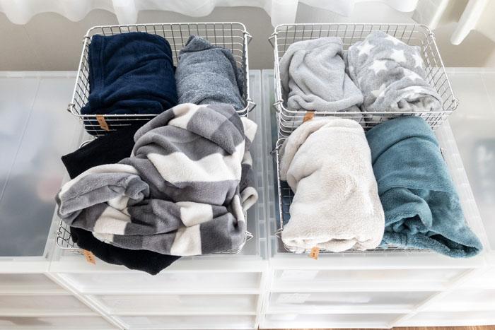 無印ステンレスワイヤーかごでパジャマの収納と一時置き。