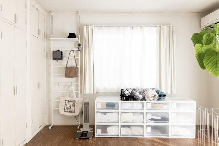 シンプルなクローゼットの部屋。