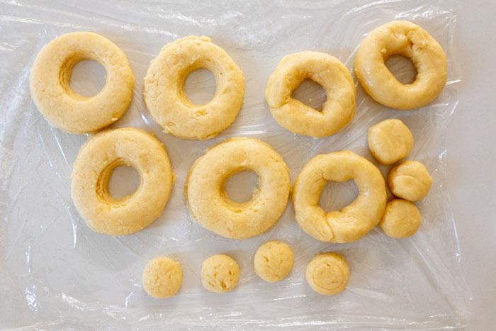 成形が終わったドーナツ