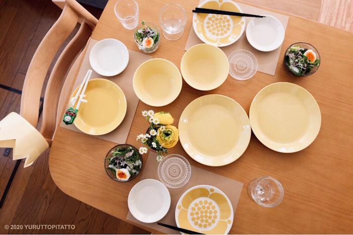 ティーマイエローやスンヌンタイ、カステヘルミを使ったパーティーのテーブルコーデ