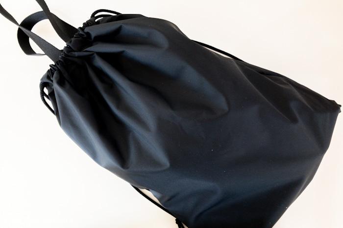 黒のナイロン製上履き入れ収納袋