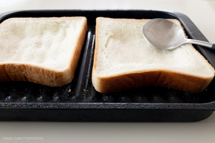 食パンをへこませてくぼみを作る