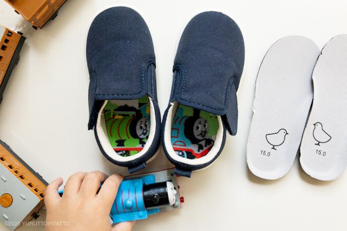 無印良品の軽量撥水スリッポンスニーカーベビーとダイソーの子ども用インソール