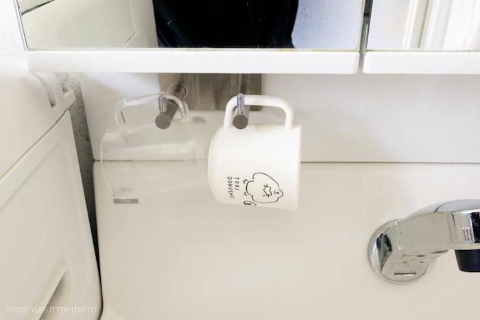 洗面台のコップをつるす収納