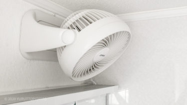 賃貸洗面所にサーキュレーターを壁掛け。扇風機より省スペースで見た目もすっきりシンプルに。