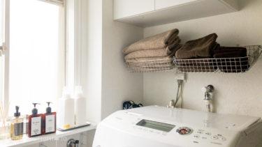 【賃貸OK!タオルの収納】無印良品のステンレスワイヤーバスケットと100均フックで作るシンプルな壁収納。